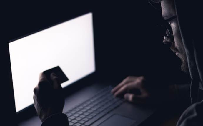 Scammers target big email servers