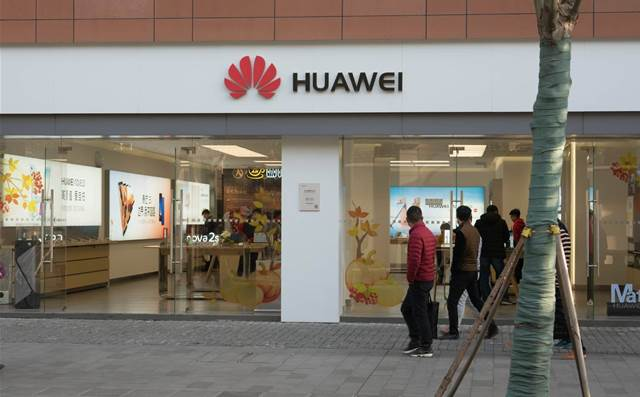 Huawei braces for 40-60% drop in smartphone shipments