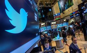 Twitter gains users, but ad trends alarm investors