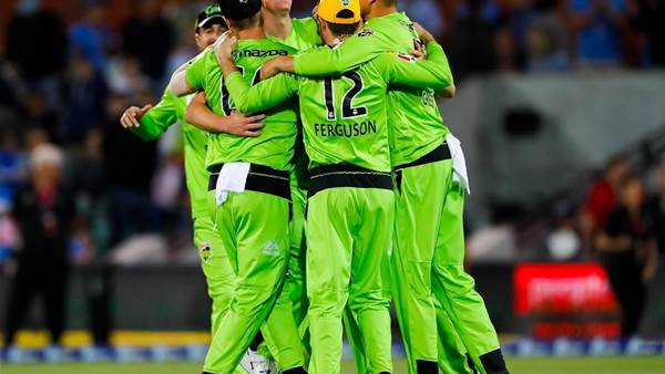 BBL Round-Up: Strikers finally beaten on New Year's Eve as Thunder go top