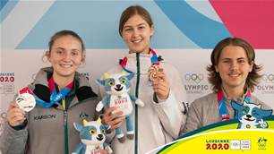 Against the odds! Two Aussie ice hockey girls medal at the Youth Olympics