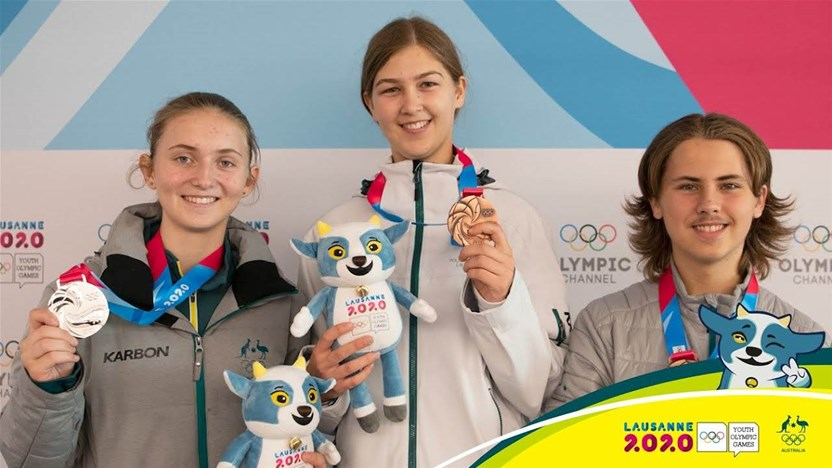 Two Aussie ice hockey girls medal at the Youth Olympics