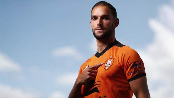 Hingert signs new deal with Roar