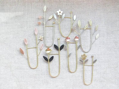 dainty floral brooches by ninin