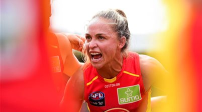 'Do I want to play my career here?': Kaslar takes us behind one of AFLW's most iconic photos