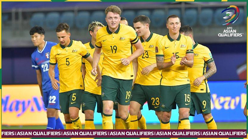Socceroos romp toward WCQ third round