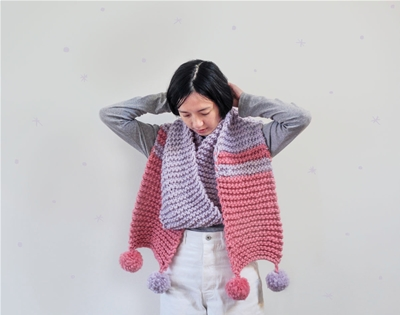 knit a pom pom scarf with this free downloadable pattern