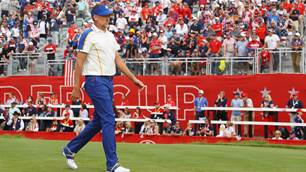 Poulter comes to Harrington's defence