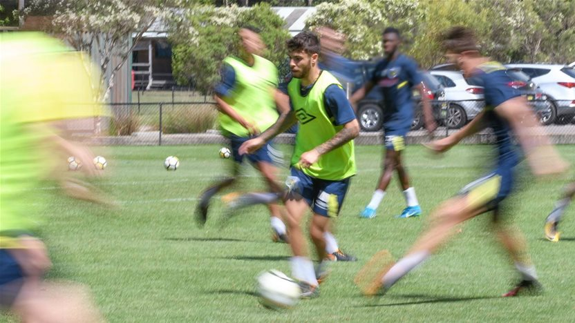 Wantaway Daniel De Silva snubs Mariners training