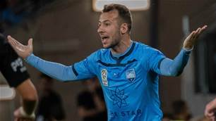 Le Fondre: Banter at Sydney has reached new heights