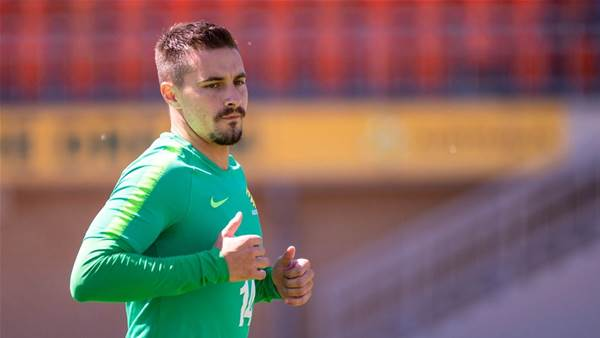 Maclaren knee all-clear for Socceroos