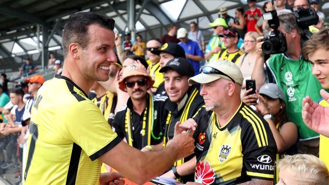 Phoenix extend leaders' A-League contracts