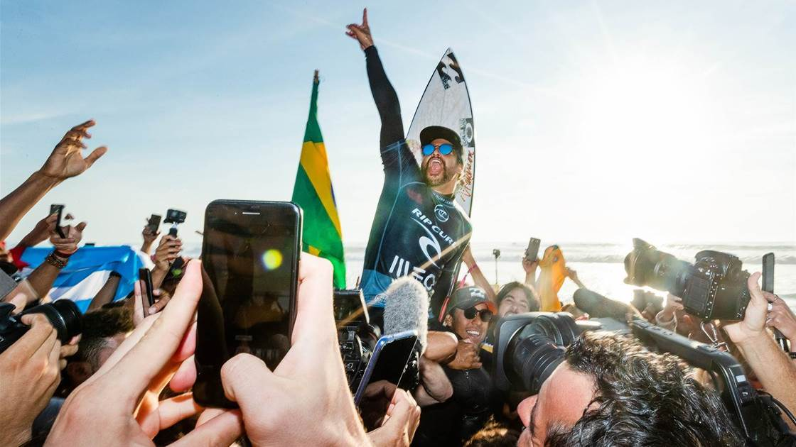 Italo Soars at Supertubos as World Title Races Get Tight