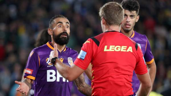 Glory sweat on opponent, Castro decision