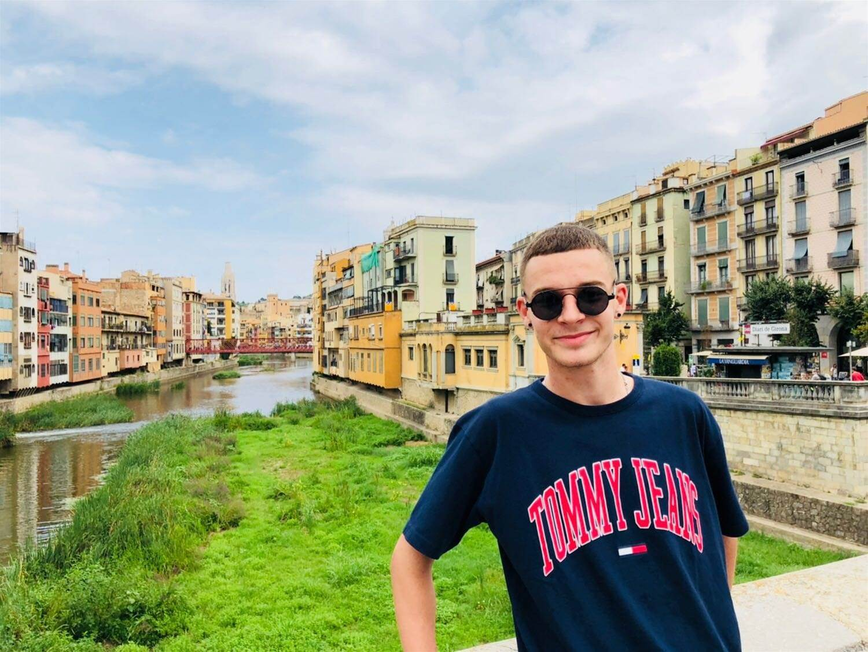 Sydney teen strikes in Spain