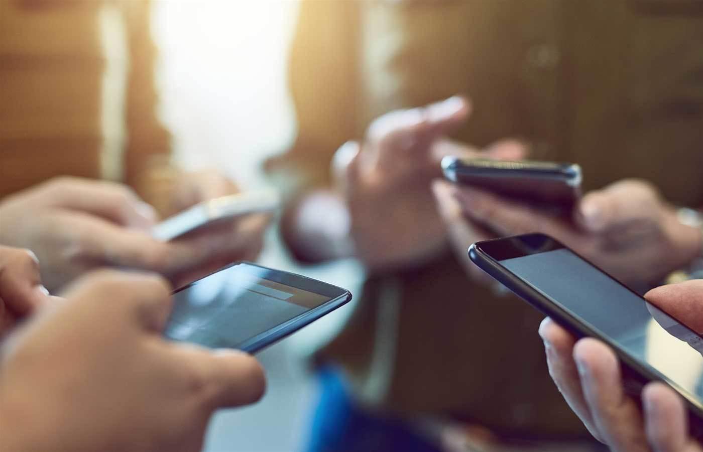 Telstra halts sales of ZTE phones