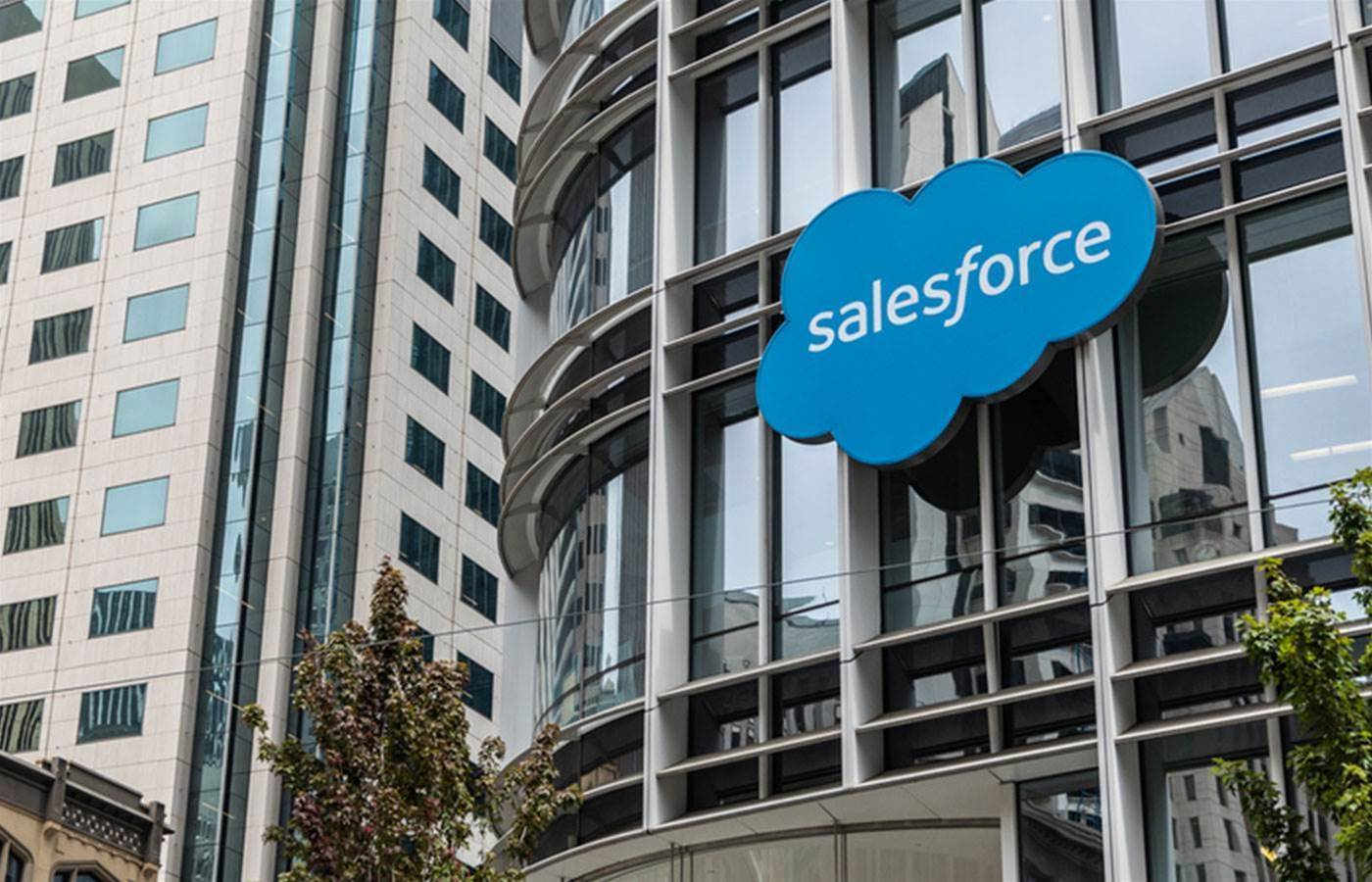 Apple partners with Salesforce for better iOS app experience