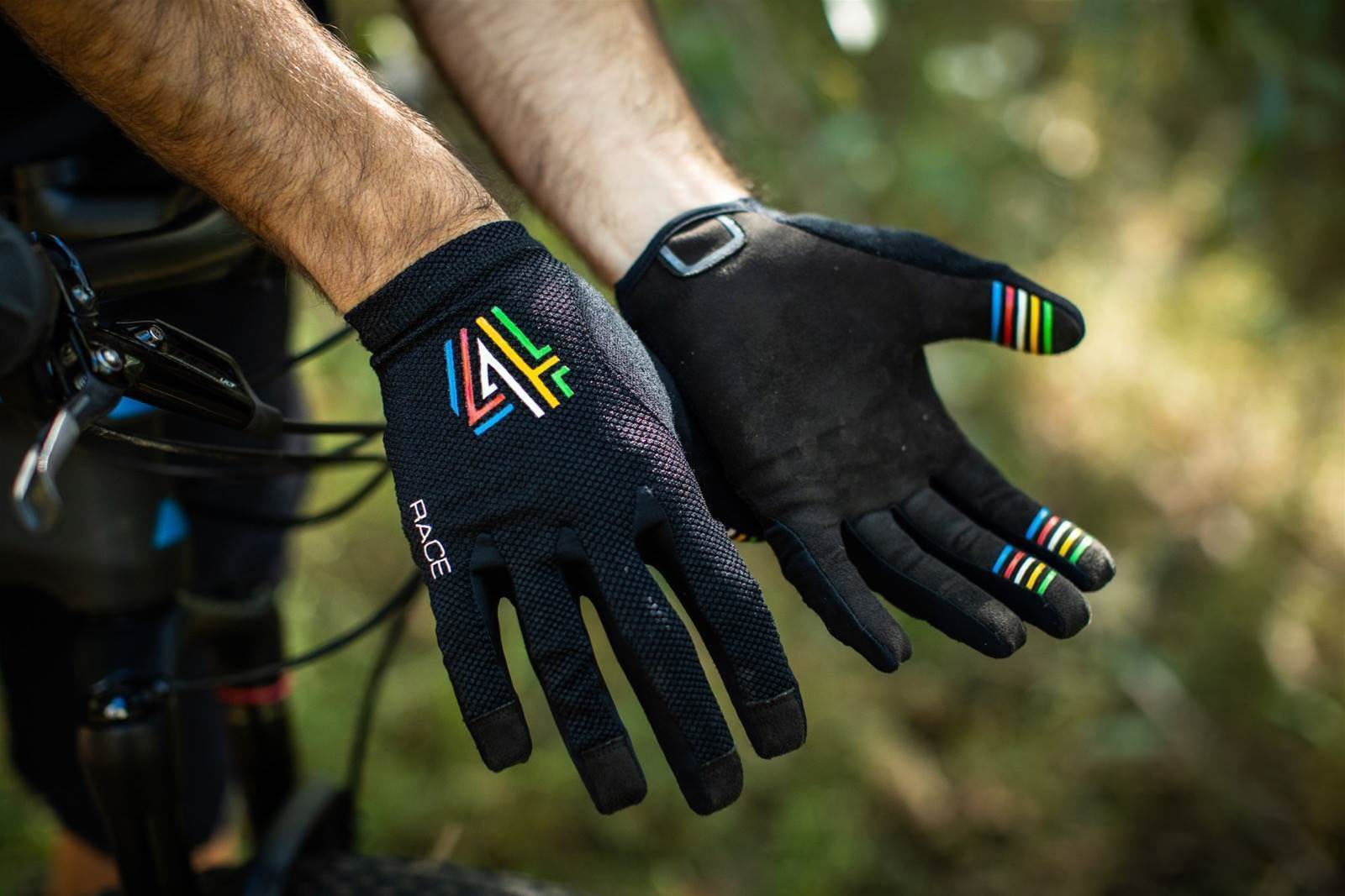 TESTED: 4SHAW Race Glove V4