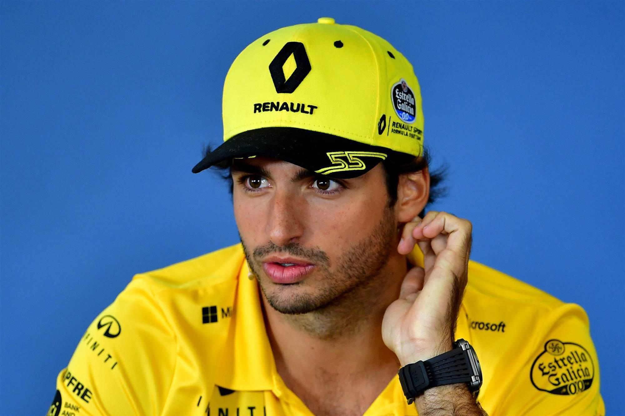Sainz signs with McLaren