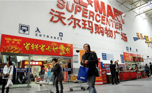 China's offline retail sales sector inching back to recovery
