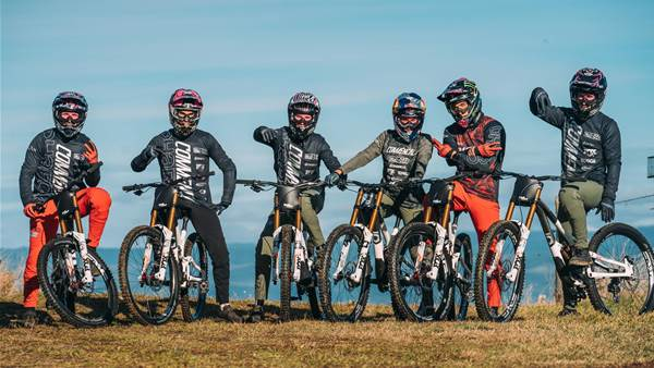 DHaRCO dress Commencal/Mucoff DH Team in 2021