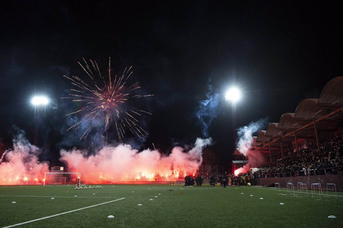 Watch! AIK fans start year with pyro-heavy training session