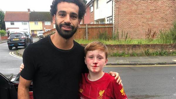 Mo Salah visits young fan who knocked himself out in pursuit of the Egyptian