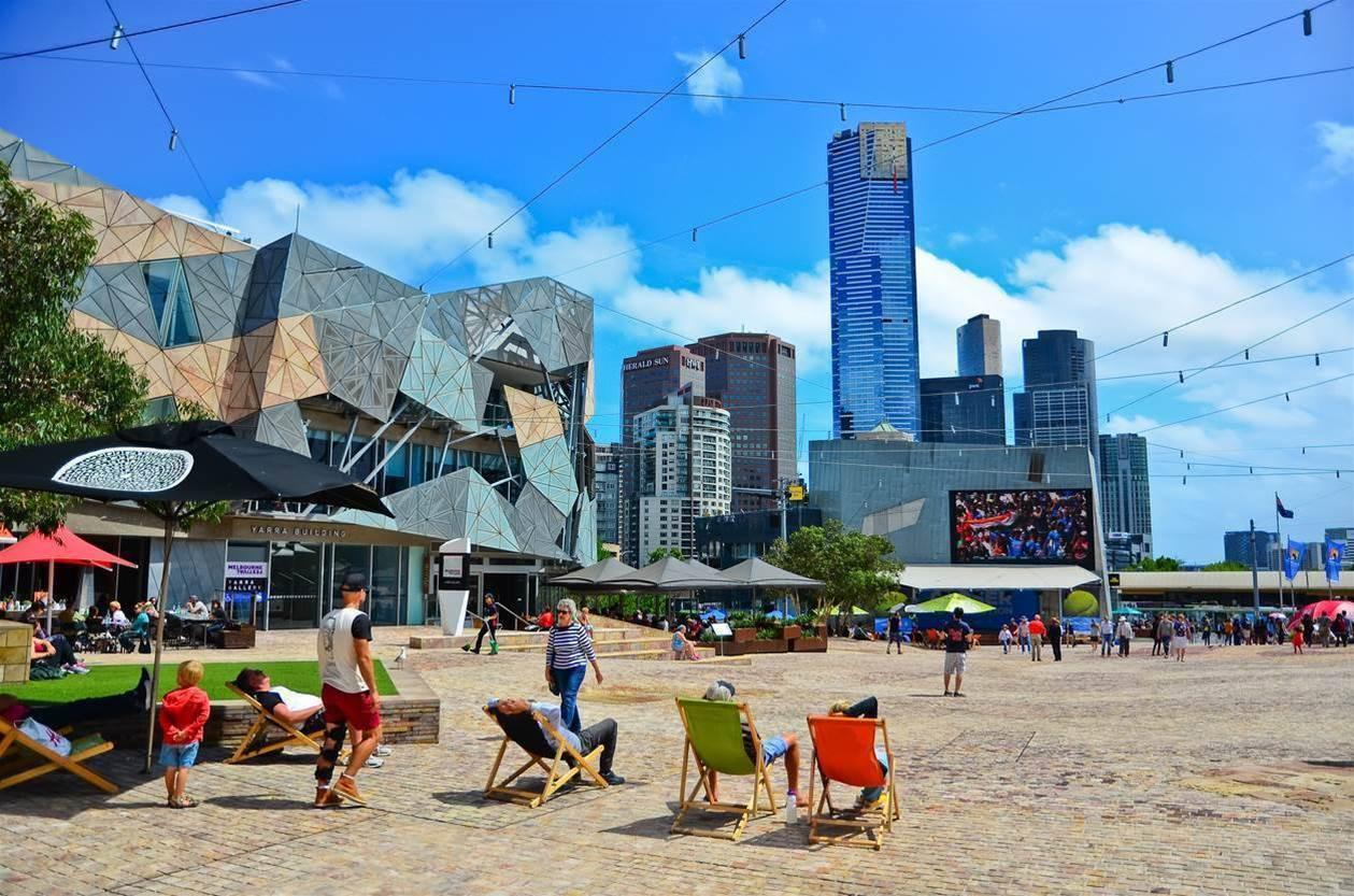 Apple flagship store still not popular in Melbourne
