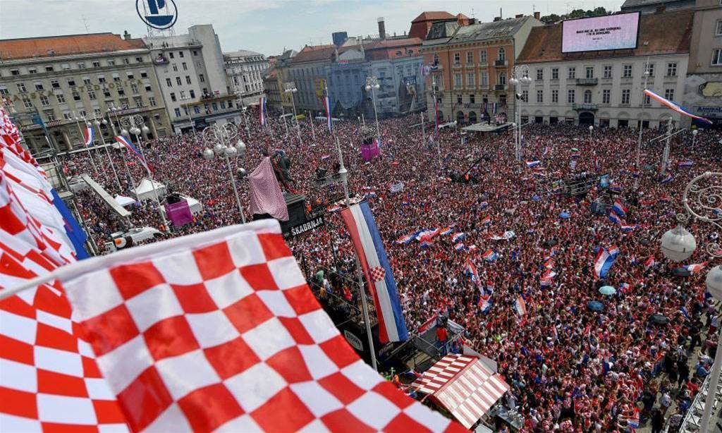 Thousands of Croatia's fans welcome team in Zagreb