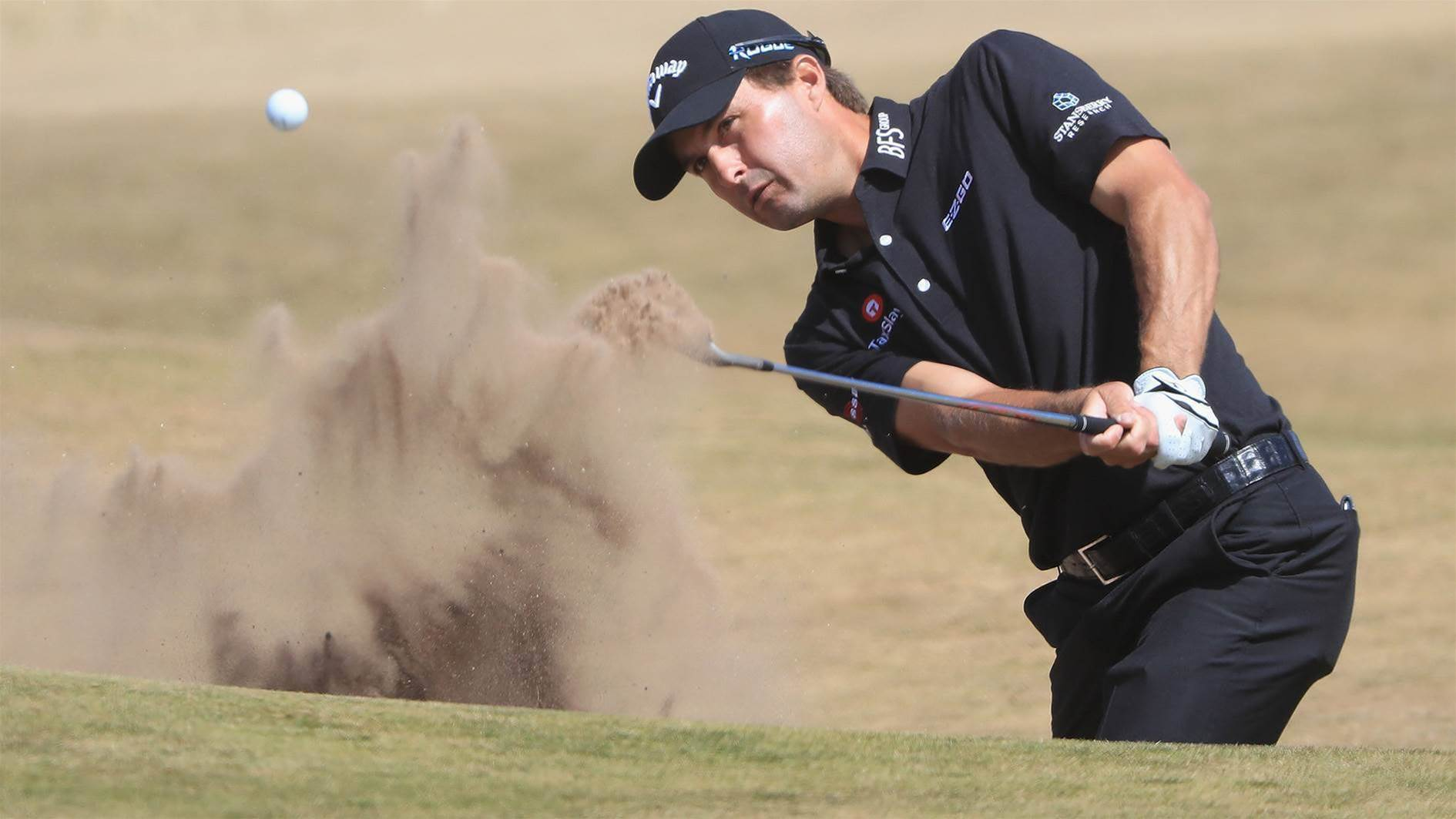 Kisner grabs Open lead, six Aussies in chasing pack