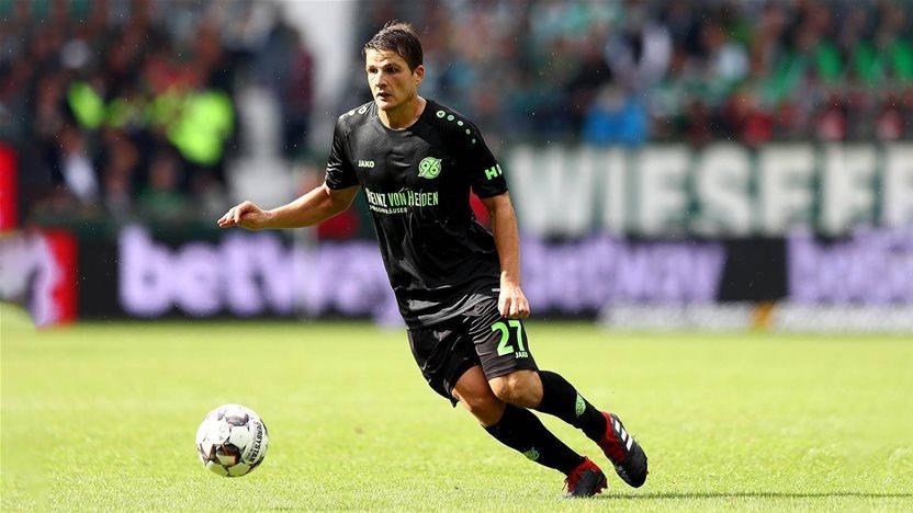 Wanderers sign Swiss veteran