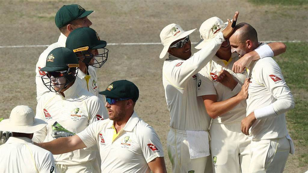 Pakistan v Australia: Tourists stage late fightback