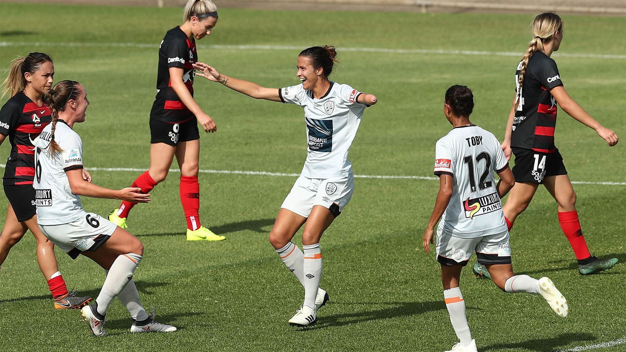 Wanderers drought against Roar continues