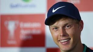 Davis out to defend Australian Open crown