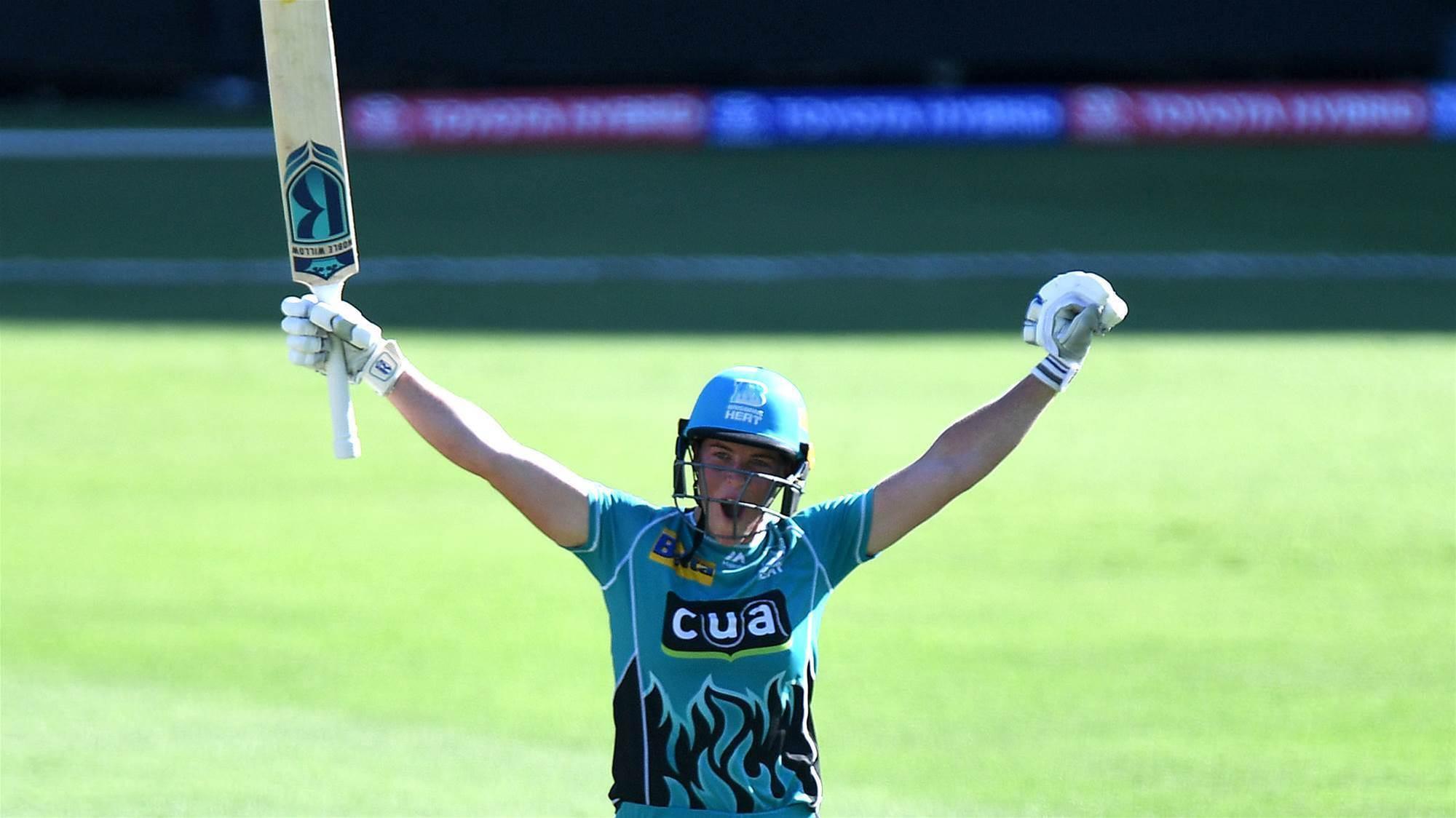 Watch Harris hit the fastest WBBL century