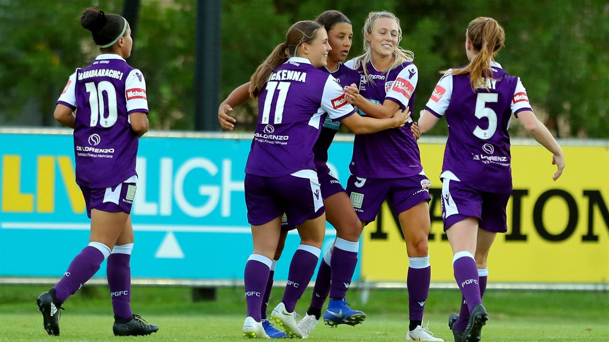 Kerr sends Glory to top of the ladder