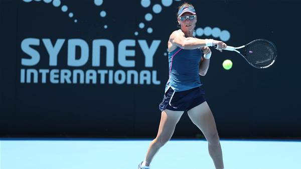 Bacsinzsky outlasts Stosur for third set victory