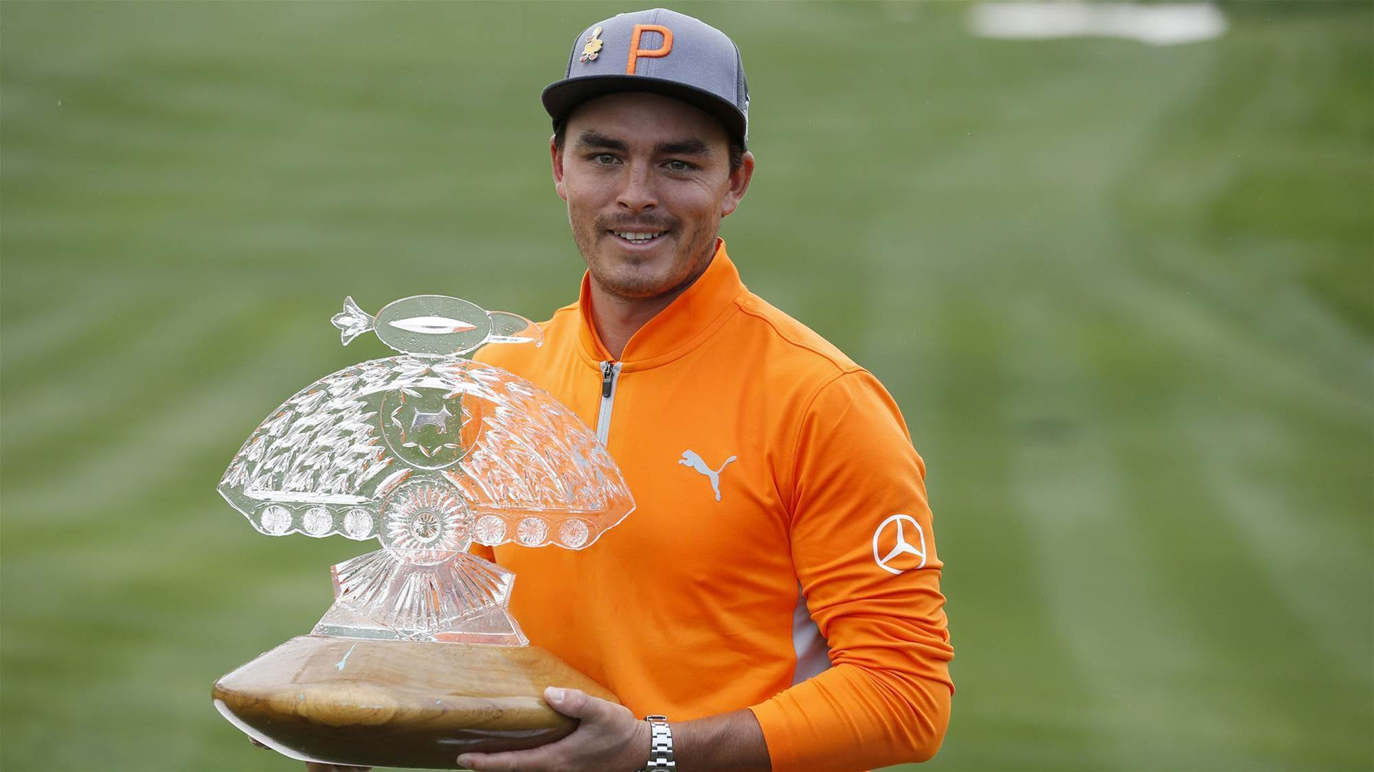 Fowler battles to Phoenix Open victory