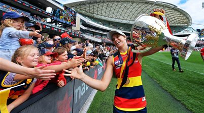 Randall recommits to Crows