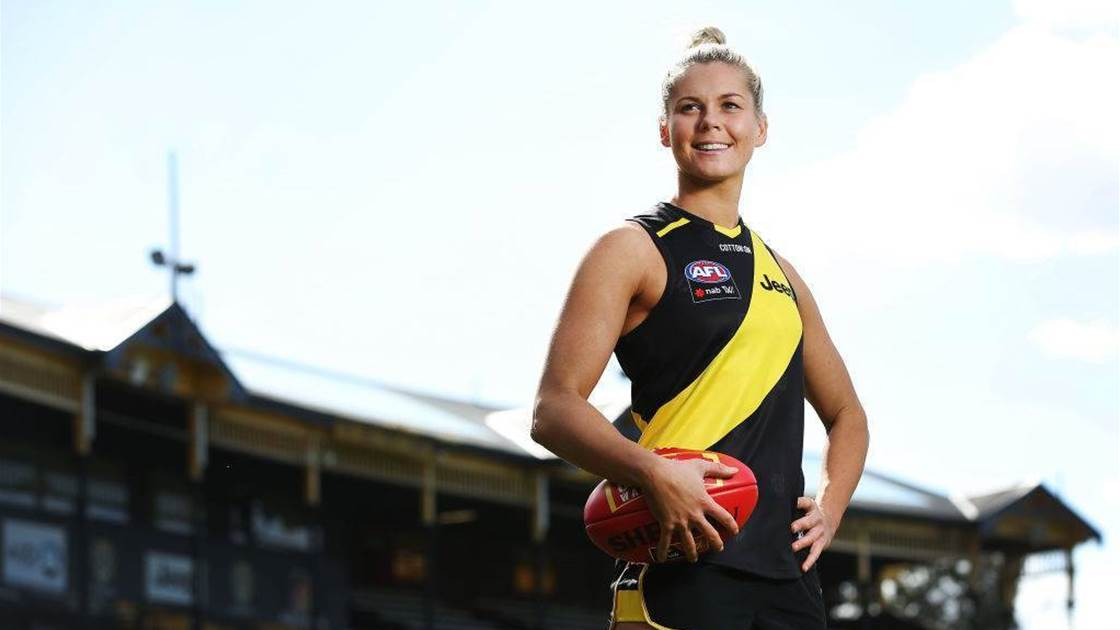 How much do AFLW players get paid?