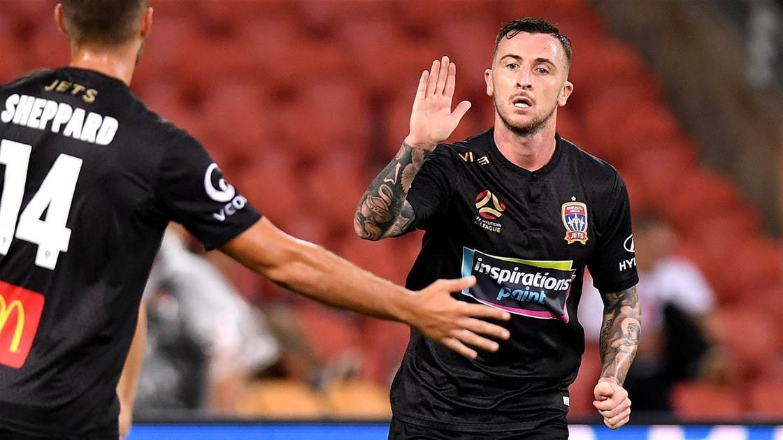 Roar sign ex-Jets striker O'Donovan