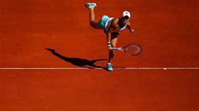 Barty reaches double digit winning streak