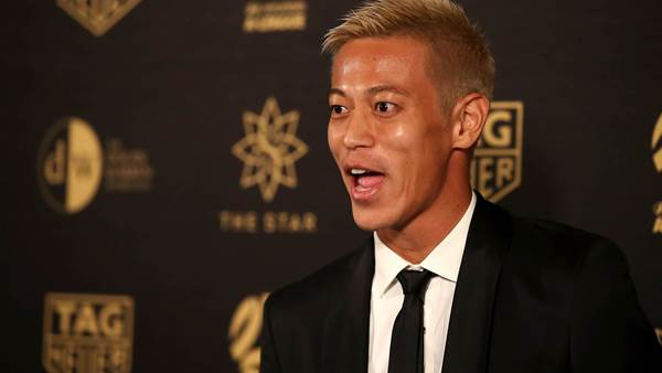 Keisuke Honda offers services to Manchester United and AC Milan