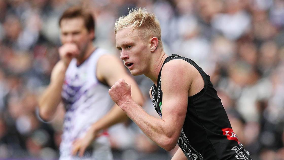 Magpie cops ban for betting scandal