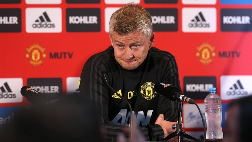 Man United fend off sticky topics in Perth