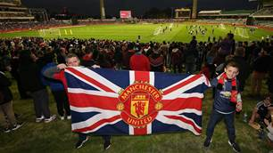 Fans flock to WACA for Man Utd training
