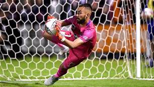 Mariners advance as Roar pay the penalty