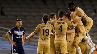 Wanderers stun Victory to top A-League