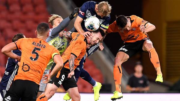 Misses hurt Roar in Victory win