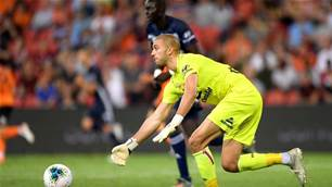 Victory snatch 'extremely proud' Brisbane A-League goalkeeper